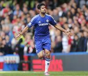 Atacante do Chelsea Diegos Costa comemora gol marcado contra o Arsenal  no Stamford Bridge, em Londres. 05/10/2014 REUTERS/Stefan Wermuth
