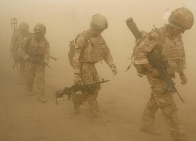 British soldiers from B Company, 2 Mercian, set off on an operation in Malgir, Helmand province July 27, 2009.  REUTERS/Omar Sobhani/Files