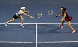 Cara Black (L) of Zimbabwe attempts to returns a shot next to her partner Sania Mirza of India during their Pan Pacific Open women's doubles final tennis match against Garbine Muguruza and Carla Suarez Navarro of Spain in Tokyo September 20, 2014. REUTERS/Yuya Shino