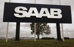 A large sign with the Saab logo stands outside the main Saab factory in Trollhattan June 10, 2009.   REUTERS/Bob Strong