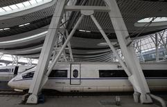 Les deux grands constructeurs chinois de trains, China CNR et CSR, négocient leur fusion dans le but de créer un géant capable de rivaliser à travers le monde avec des concurrents comme Alstom, Siemens ou Bombardier, selon les médias officiels chinois. /Photo d'archives/REUTERS/Jason Lee