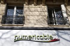 Numericable annonce le lancement d'une augmentation de capital d'environ 4,7 milliards d'euros en vue de compléter le financement de son rachat de l'opérateur mobile SFR, filiale de Vivendi. /Photo d'archives/REUTERS/Charles Platiau