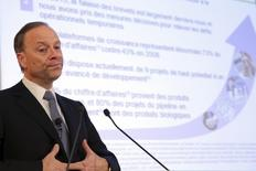 Chris Viehbacher, Chief Executive Officer of Sanofi, delivers a speech at the beginning of the company's 2013 annual results press conference in Paris, February 6, 2014. REUTERS/Philippe Wojazer