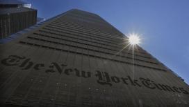 Vista del edificio del New York Times en Nueva York. imagen de archivo, 14 agosto, 2013. El periódico New York Times Co reportó ganancias trimestrales ajustadas mayores a lo esperado, ya que un aumento de un 17 por ciento en suscripciones digitales compensó un declive en ingresos por publicidad impresa. REUTERS/Brendan McDermid