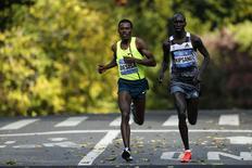 Runners Wilson Kipsang of Kenya (R) and Lelisa Desisa of Ethiopia run the last mile during the New York City Marathon in New York, November 2, 2014. REUTERS/Eduardo Munoz