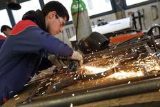 L'activité dans le secteur manufacturier s'est contractée pour le sixième mois consécutif en octobre, à un rythme légèrement plus prononcé que le mois précédent. /Photo d'archives/REUTERS/Philippe Wojazer