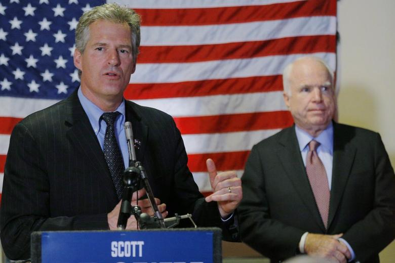 Republican candidate for the United States Senate Scott Brown (L) is joined by U.S. Senator John McCain (R-AZ) at a campaign stop at the American Legion Post #3 in Nashua, New Hampshire October 27, 2014.      REUTERS/Brian Snyder
