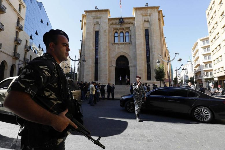 Police forces gather outside the parliament building in Downtown Beirut November 5, 2014. REUTERS/Jamal Saidi