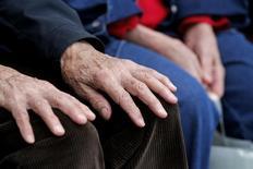 La paupérisation s'accélère chez les seniors en raison de carrières professionnelles de moins en moins stables et d'une hausse du phénomène d'invalidité, selon le rapport annuel du Secours catholique sur l'état de la pauvreté en France. /Photo d'archives/REUTERS/Christian Hartmann