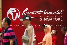 People walk past a logo of Genting Singapore's Resorts World Sentosa in Singapore, April 29, 2013.   REUTERS/Edgar Su