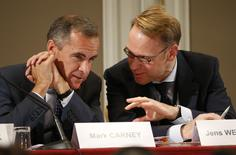 Bank of England Governor Mark Carney (L) and Germany's Bundesbank President Jens Weidmann attend a conference of central bankers hosted by the Bank of France in Paris November 7, 2014.   REUTERS/Charles Platiau