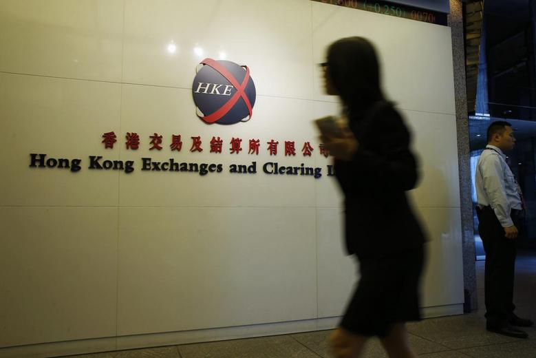 A staffer walks into the Hong Kong Stock Exchange in Hong Kong October 28, 2014.  REUTERS/Bobby Yip