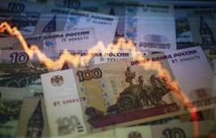 Foto ilustrativa sobre a desvalorização do rublo, tirada em Varsóvia. 7/11/2014. REUTERS/Kacper Pempel