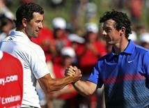Australia's Adam Scott (L) shakes hands with Northern Ireland's Rory McIlroy after they finished on the eighteenth and final hole during the fourth round of the Australian Open golf tournament at Royal Sydney Golf Club December 1, 2013. REUTERS/Steve Christo