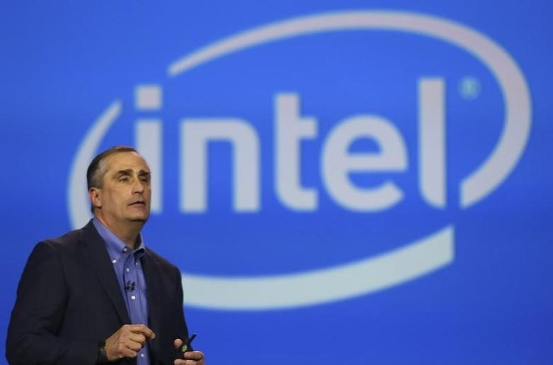 Intel CEO Brian Krzanich delivers his keynote address during the annual Consumer Electronics Show (CES) in Las Vegas, Nevada January 6, 2014. REUTERS/Robert Galbraith