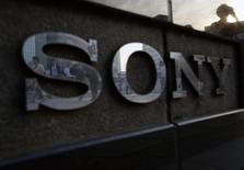 Sony Network Entertainment International, une division de la branche américaine du géant électronique japonais, a dévoilé jeudi un service de télévision hébergé en ligne (de type cloud) appelé PlayStation Vue, dont le lancement commercial devrait intervenir au 1er trimestre 2015. /Photo prise le 16 juillet 2014/REUTERS/Yuya Shino
