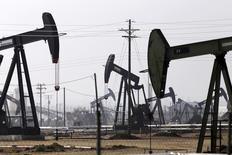 Sondas de perfuração de petróleo no campo de Kern Field, nos Estados Unidos. 09/11/2014 REUTERS/Jonathan Alcorn