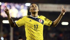 Carlos Bacca, da Colômbia, comemora seu gol contra os Estados Unidos durante amistoso em Londres, na Inglaterra, nesta sexta-feira. 14/11/2014 REUTERS/Paul Hackett
