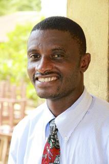 Martin Salia, un medico della Sierra Leone malati di Ebola, è raffigurato in questa foto scattata dispensa febbraio 2013 e fornite dal Regno Fratelli (UB).  REUTERS / Jeff Bleijerveld, direttore di Global Ministeri / UBCentral.org / Comunicato stampa