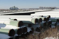 Depósito usado para almacenar tuberías de Transcanada Corp para el proyecto de oleoducto Keystone XL en Gascoyne, en Dakota del Norte. 14 de noviembre de 2014. Un líder demócrata dijo el domingo que un solo voto puede decidir el futuro del oleoducto Keystone XL en la votación que se celebrará en el Senado de Estados Unidos esta semana, si bien aseguró que es probable que el presidente, Barack Obama, vete la ley si es aprobada. REUTERS/Andrew Cullen