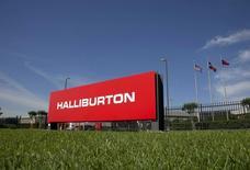 Logotipo da Halliburton nos escritórios corporativos da companhia, em Houston. 06/04/2012 REUTERS/Richard Carson