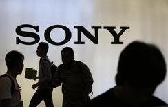 Répétition du titre.  Sony a annoncé mardi viser une hausse de plus d'un tiers du chiffre d'affaires de sa division cinéma et télévision sur trois ans à la faveur à la fois d'une réduction des coûts et d'investissements dans des films susceptibles d'être de gros succès commerciaux, dont un nouveau Spider-Man. /Photo d'archives/REUTERS/Beawiharta