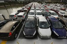 Le marché automobile européen a progressé de 6,5% sur un an en octobre, son quatorzième mois consécutif de croissance, soutenu entre autres par le rebond marqué des ventes en Espagne et en Grande-Bretagne, alors que la France reste à la traîne, selon les statistiques mensuelles de l'Association des constructeurs européens d'automobiles. /Photo d'archives/REUTERS/Wolfgang Rattay