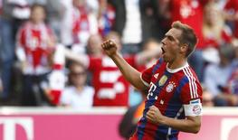 Phillip Lahm, do Bayern de Munique, comemora gol marcado contra Werder Bremen pelo Campeonato Alemão. 18/10/2014   REUTERS/Michaela Rehle