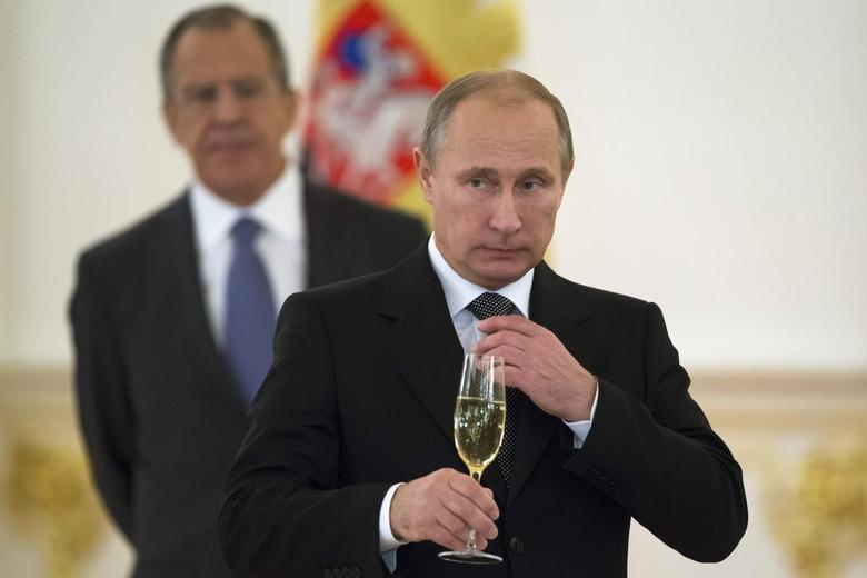 Russian President Vladimir Putin attends ceremony to receive credentials from foreign ambassadors, with Foreign Minister Sergei Lavrov seen in the background, at the Kremlin in Moscow, November 19, 2014. REUTERS/Alexander Zemlianichenko/Pool