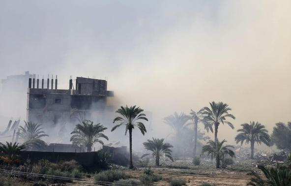 Smoke rises after a house is blown up during a military operation by Egyptian security forces in the Egyptian city of Rafah, near the border with southern Gaza Strip November 6, 2014. REUTERS-Ibraheem Abu Mustafa