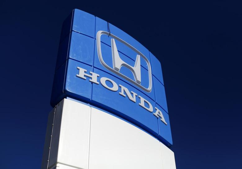 A Honda dealership sign is shown at a car lot in Carlsbad, California November 5, 2014. REUTERS/Mike Blake