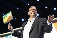 Duncan Mac Naughton, chief merchandising and marketing officer, Walmart U.S., holds up a frozen dinner box at a Walmart U.S. associates meeting in Fayetteville, Arkansas June 4, 2014. REUTERS/Rick Wilking