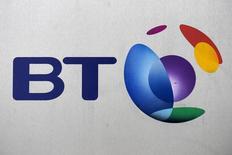L'allemand Deutsche Telekom et le français Orange ont confirmé mercredi avoir engagé des discussions exploratoires avec le britannique BT au sujet de leur filiale commune de téléphonie mobile EE. /Photo d'archives/    REUTERS/Toby Melville