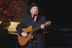 Singer and songwriter Garth Brooks performs after accepting an award at the American Society of Composers, Authors and Publishers Centennial Awards in New York, November 17, 2014.  REUTERS/Lucas Jackson