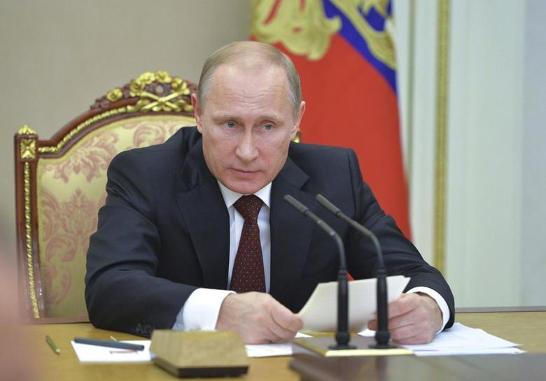 Russian President Vladimir Putin chairs a meeting of the Security Council at the Kremlin in Moscow, November 20, 2014. REUTERS/Alexei Druzhinin/RIA Novosti/Kremlin