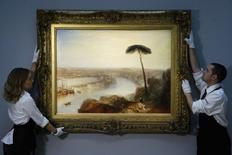 """Obra de J.M.W. Turner,  """"Rome, from Mount Aventine"""", é apresentada por funcionários da Sotheby's em Londres. 28/11/2014 REUTERS/Luke MacGregor"""