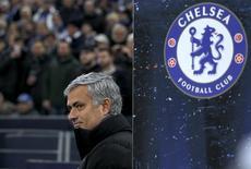 O técnico do Chelsea, José Mourinho, durante jogo da Liga dos Campeões contra o Shalke 04, em Gelsenkirchen, na Alemanha. 25/11/2014 REUTERS/Ina Fassbender