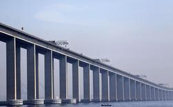 Ponte Rio-Niterói, no Rio de Janeiro. 16/05/2014. REUTERS/Ricardo Moraes