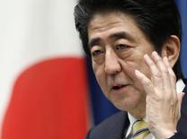 Primeiro-ministro do Japão, Shinzo Abe, durante coletiva de imprensa em Tóquio. 21/11/2014. REUTERS/Yuya Shino
