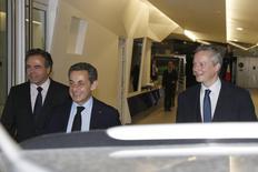 Luc Chatel, Nicolas Sarkozy et Bruno Le Maire au siège parisien de l'UMP. L'ex-chef d'Etat et son ancien ministre de l'Agriculture sont convenus lundi d'aller ensemble le 9 décembre au congrès de la CDU allemande à Cologne, une première illustration de la volonté d'unité affichée par le nouveau président de l'UMP et son principal challenger. /Photo prise le 1er décembre 2014/REUTERS/Jacky Naegelen