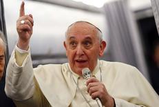 Papa Francisco fala com imprensa em voo de Istambul a Rome.  30/11/2014 REUTERS/Tony Gentile