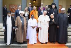 Pope Francis (front 3rd R) poses with religious leaders during a meeting at the Pontifical Academy of Sciences at the Vatican December 2, 2014.   REUTERS/Osservatore Romano