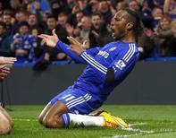 Drogba comemora gol do Chelsea contra o Tottenham Hotspur nesta quarta-feira. REUTERS/Eddie Keogh