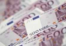 L'encours des crédits aux particuliers a progressé de 2,8% en France en octobre, un rythme stable par rapport à celui de septembre, selon les données brutes publiées jeudi par la Banque de France. /Photo d'archives/REUTERS/Lee Jae-Won