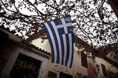 A Greek national flag flutters in the wind at the Plaka district in Athens November 7, 2014.   REUTERS/Alkis Konstantinidis