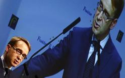 El presidente del Bundesbank alemán, Jens Weidmann , realiza un discurso en la Old Opera House en Frankfurt. Imagen de archivo, 21 noviembre, 2014.  El presidente del Bundesbank alemán advirtió el viernes al Banco Central Europeo que no debe copiar el modelo de impresión de dinero de Estados Unidos y Japón, asegurando que no tendría el mismo impacto en Europa. REUTERS/Kai Pfaffenbach