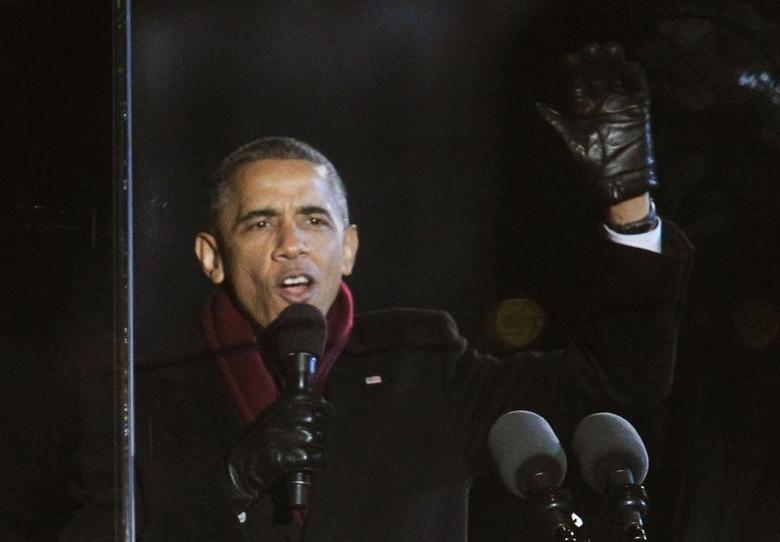 U.S. President Barack Obama greets the audience during the 92nd annual National Christmas Tree Lighting on the Ellipse near the White House in Washington December 4, 2014. REUTERS/Yuri Gripas