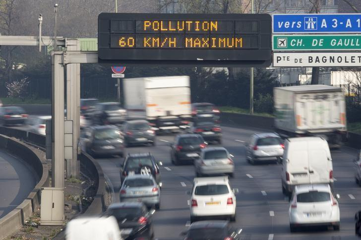 An electronic road sign reads ''Pollution, speed limit 60kms'' on the Paris ring road, March 14, 2014, as warm and sunny weather continues in France. REUTERS/Charles Platiau