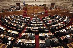 Le parlement grec a approuvé dans la nuit un projet de budget 2015, par 155 voix contre 134, présenté sans l'aval des bailleurs de fonds internationaux, qui réclament de nouvelles mesures d'austérité.  /Photo d'archives/REUTERS/Alkis Konstantinidis