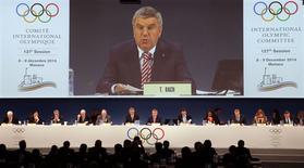 Presidente do COI, Thomas Bach, discursa em sessão da entidade em Mônaco. 08/12/2014 REUTERS/Eric Gaillard